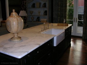 granite-counter-farm-sink-calacatta-gold