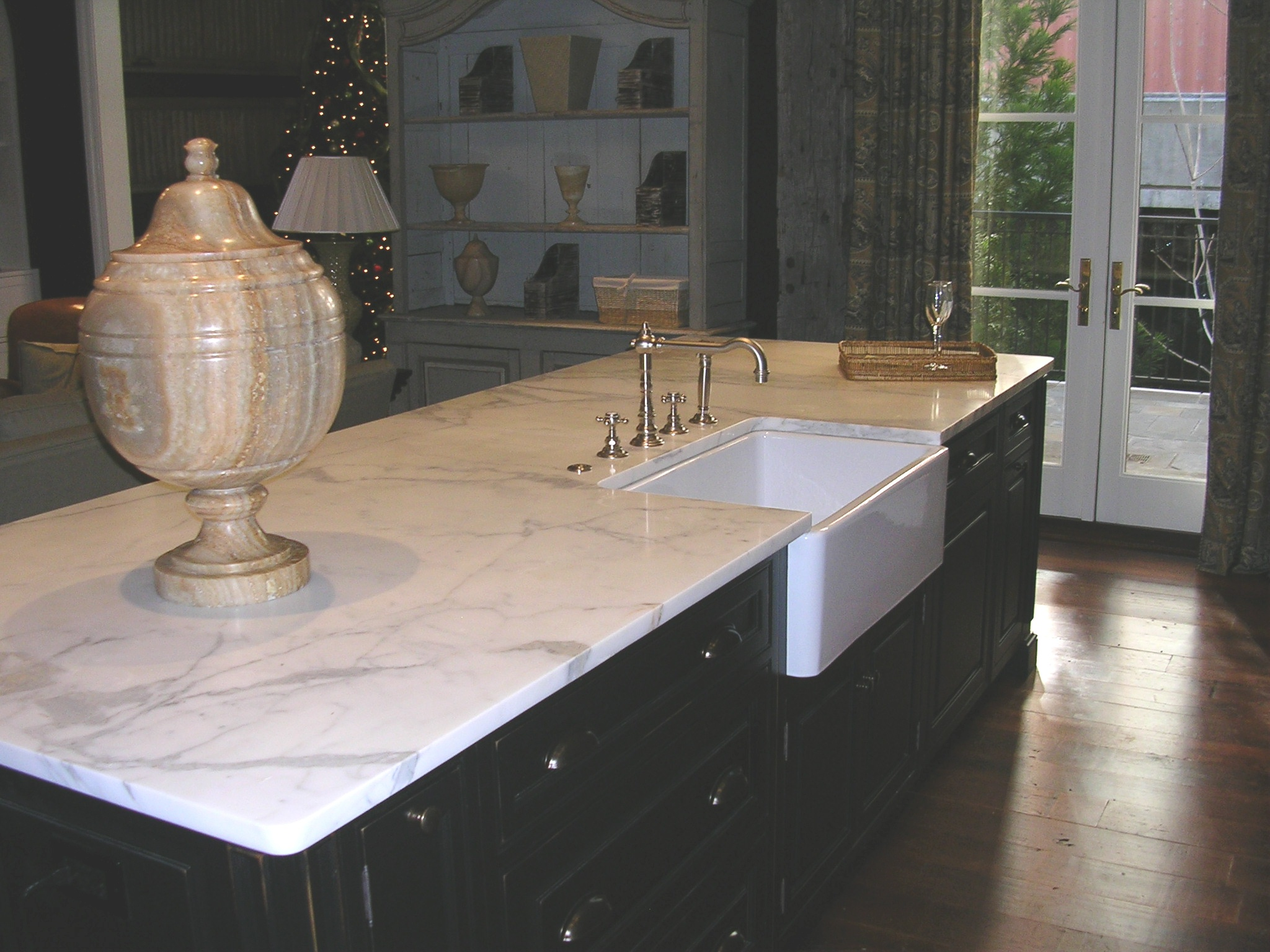 Kitchen Island Showhouse. Quartzite Vs.