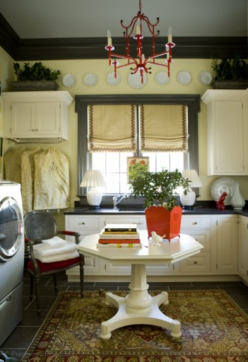 small-laundry-room-granite